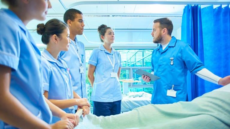 Tại TPHCM ngành Điều dưỡng học trường nào tốt?